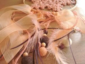 04. Detalle cintas y plumas como hacer atrapasueños tutorial trizas y trazos