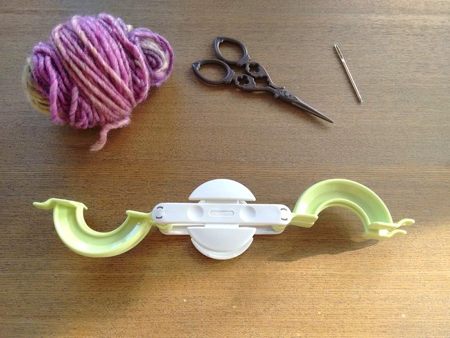 01. Cómo hacer un pompón fácil con pomponera Tutorial - Pompón abrir pomponera