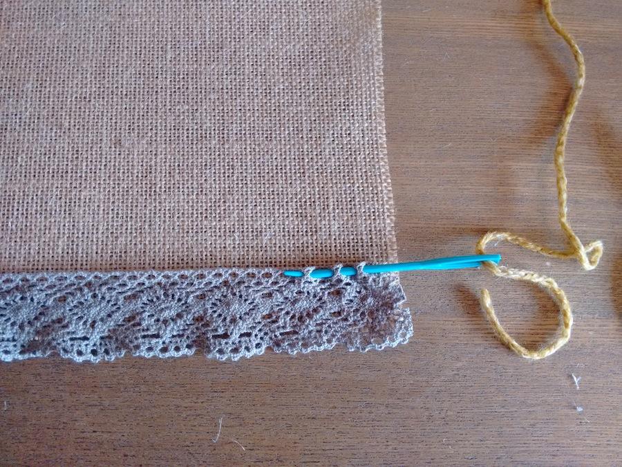 03 Tutorial cómo hacer mantelito rústico tela arpillera trizas y trazos - pasar lana