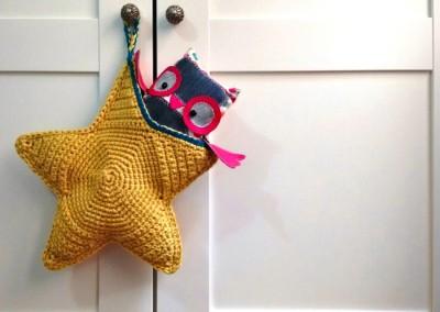 Bolsa con forma de estrella de ganchillo