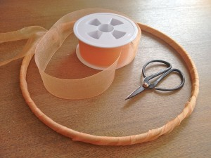 05. Forrar cinta exterior bastidor como hacer atrapasueños tutorial trizas y trazos