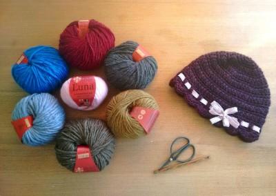 tutorial ganchillo instrucciones gorro lana mujer facil con lazo trizas y trazos materiales