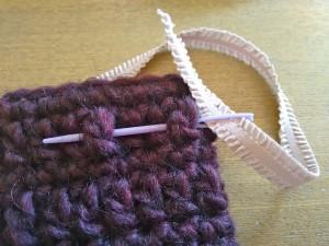 tutorial ganchillo instrucciones gorro lana mujer facil con lazo trizas y trazos colocar cinta