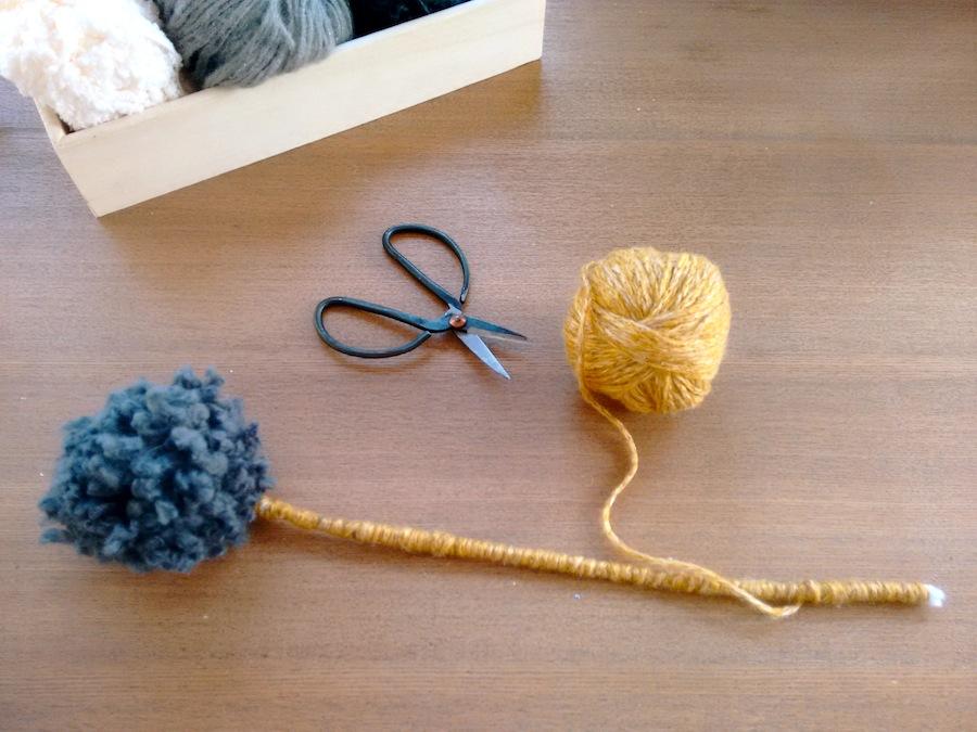 03 Tutorial cómo hacer jarrón flores con pompones de lana trizas y trazos - Forrar