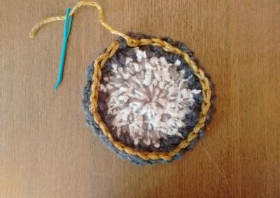 Tutorial paso a paso posavasos decoración mesa navidad invierno ganchillo Trizas y Trazos - 09. Cerrar el punto enano paso 1